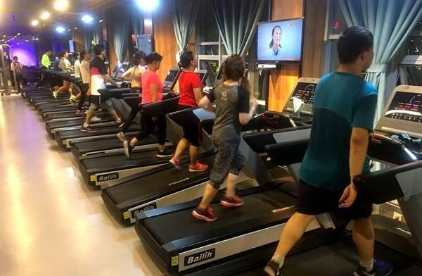 健身房运动跑步